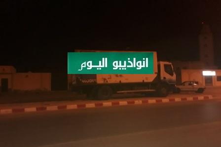 شاحنة مركونة مقابل جامع ابوبكر على نفس الشارع