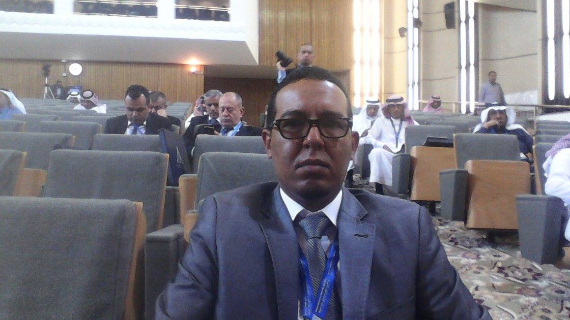 رئيس المركز الحقوقي محمد  الحافظ ولد عبد القادر وهو مهندس اتصالات عن طريق المعلوماتية