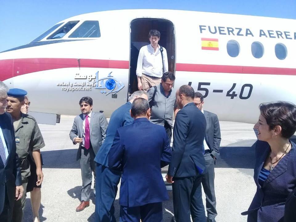 رئيس المنطقة الحرة  ووالي الولاية فى إستقبال الوفد الإسباني فى مطار انواذيبو