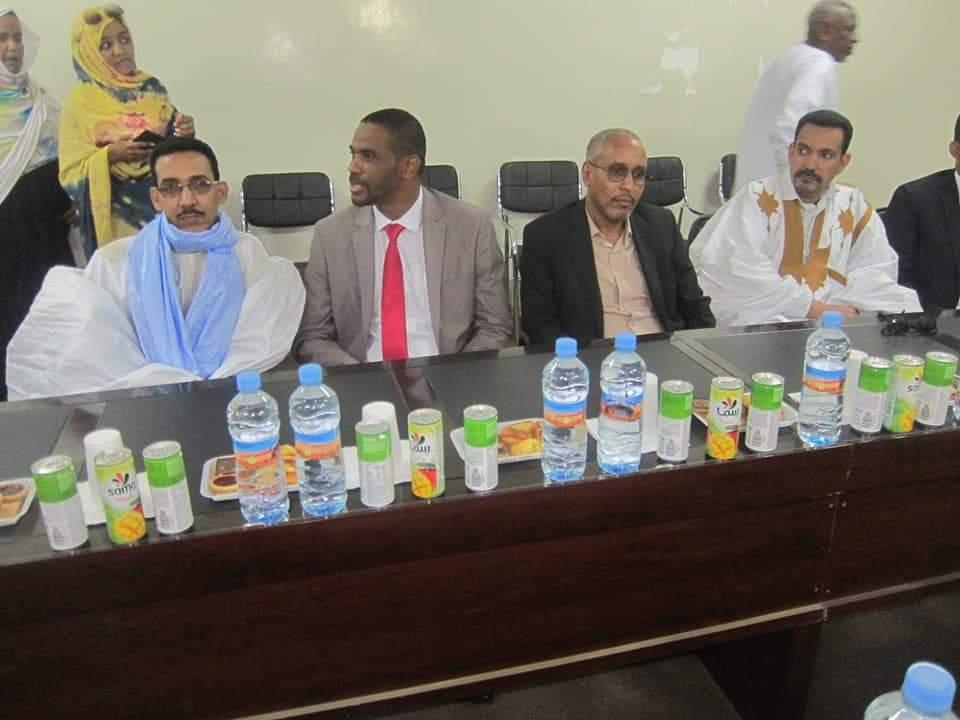 الفريق البرلماني خلال الاجتماع الذي عقد في مباني البلدية