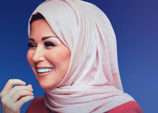 الإعلامية ومقدمة الأخبار بقناة الجزيرة خديجة بن قنه