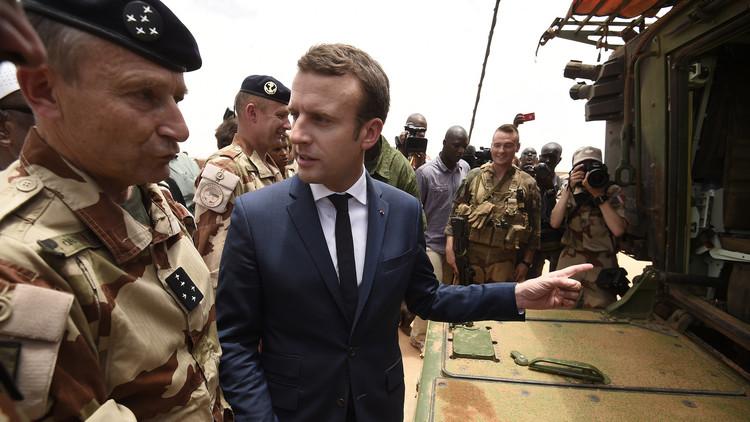 ماكرون  يؤدي زيارة ميدانية للقاعدة العسكرية الفرنسية بمدينة غاو المالية