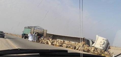 صورة توضح انقلاب الشاحنة المغربية