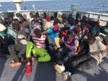 المهاجرين على متن سفينة تابعة البحرية الوطنية